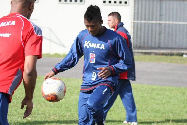 Kelvin em treino do Paraná Clube, em 2011