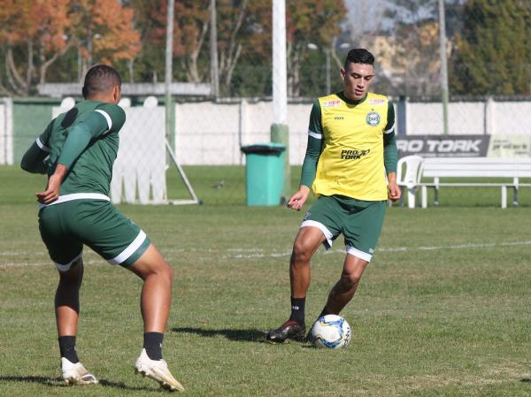 Vitor Carvalho: com os desfalques, ele volta a ser titular no Coritiba