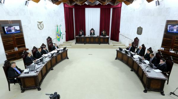 Plenário do TCE: relatório foi aprovado por 4 votos a 2