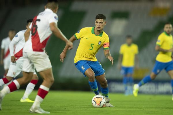 Bruno Guimarães contra o Peru: capitão