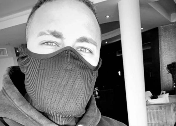 Neymar, de máscara