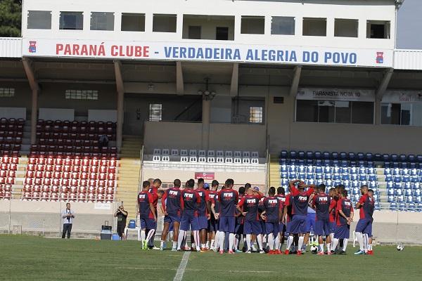Treino do Paraná na Vila Capanema: jogadores com redução na remuneração