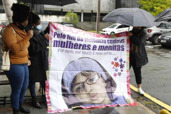Treze anos após a morte de Rachel Genofre, começa o julgamento do acusado