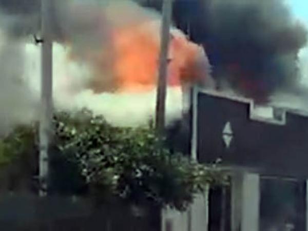 Fogo em casa em Matinhos na tarde deste domingo