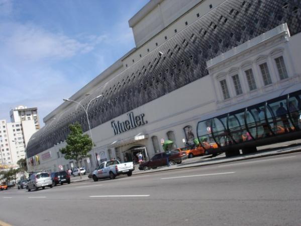 Ladrões assaltam loja da Apple no shopping Mueller