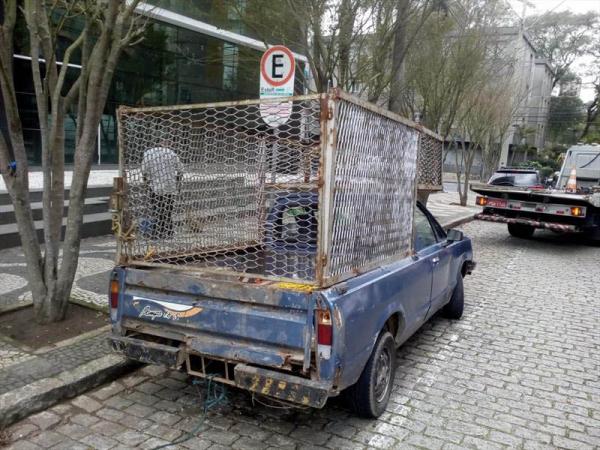 Caminhão se prepara para guinchar a Pampa