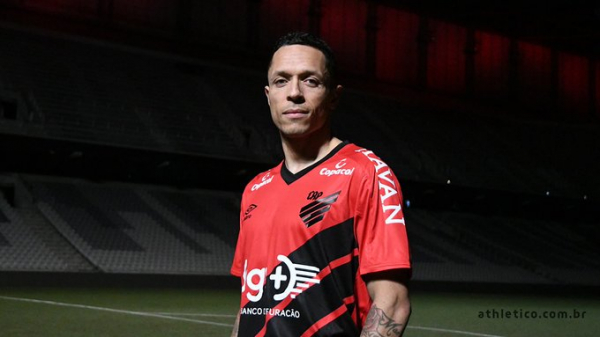 Adriano: novo reforço do Athletico