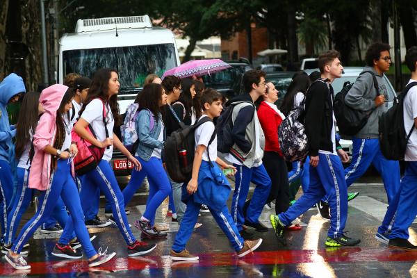 A Rede Municipal de Curitiba retoma o ano letivo a partir de hoje: readaptação aos horários