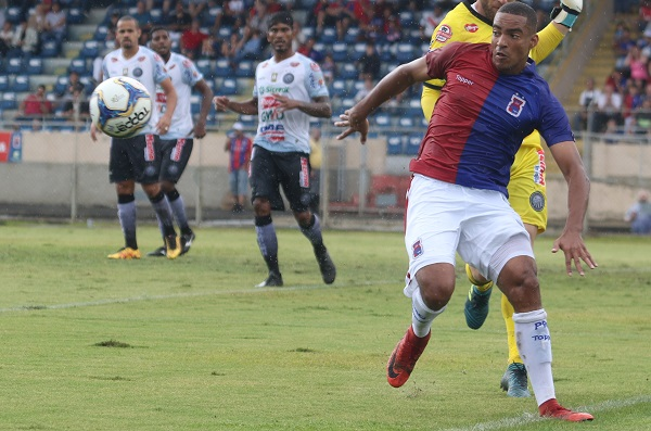 Jenison enfrenta o Operário: quatro gols em 2019