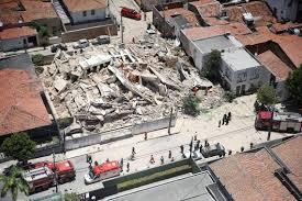 O prédio que desabou em Fortaleza