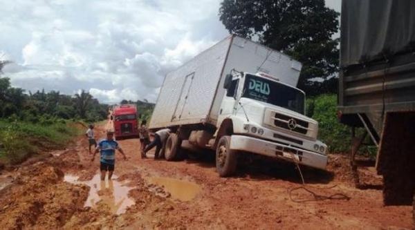 Antes da obra, caminhoneiros ficavam encalhados no período das chuvas