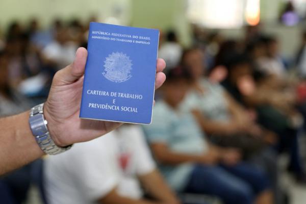 Estudo mostra a evolução do emprego desde 2002 no Paraná
