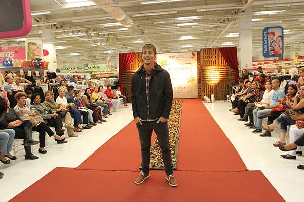 Desfile de moda: designer encontra amplas oportunidades no setor têxtil e/ou de confecção
