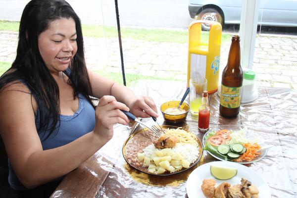 Almoçar fora em Curitiba custa R$ 30,61 em média, mais barato que em 2018