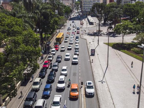 Curitiba tem mais uma faixa exclusiva a partir de hoje. Motorista deve ficar atento para não ser multado