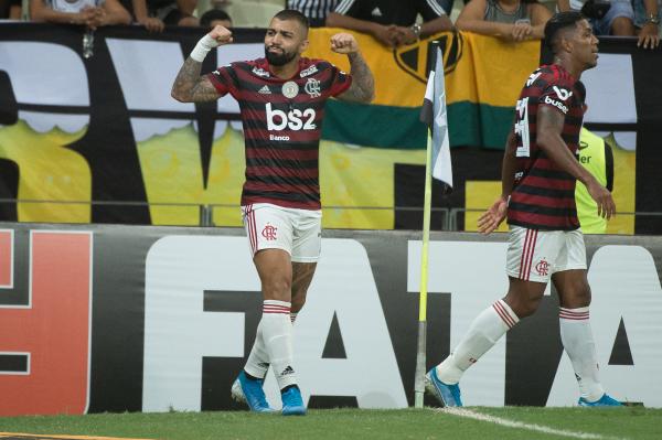 Gabriel comemora gol do Flamengo contra o Ceará