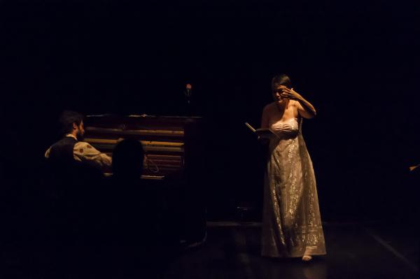 O pianista Gustavo Sarzi e a cantora Juliana Amaral: espetáculo prima pelo acabamento