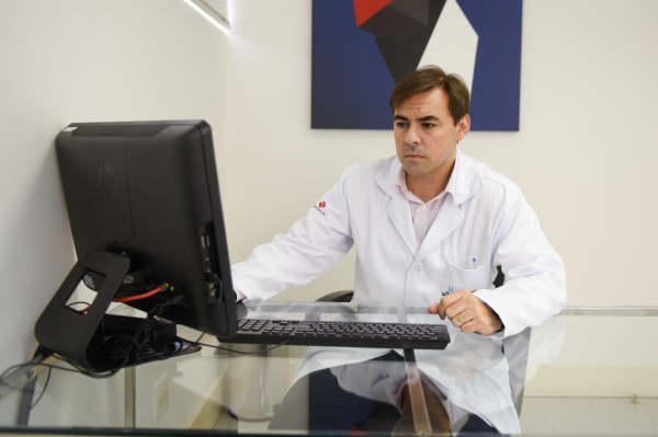 O médico Felipe Bueno, foi uma das vítimas do sarampo neste ano