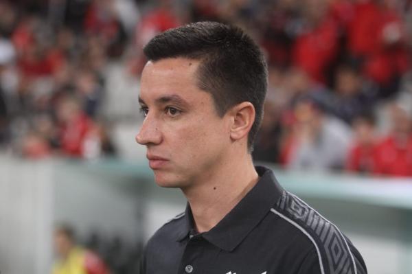 Eduardo Barros, 34 anos, comanda o Athletico contra o Cruzeiro, na Arena