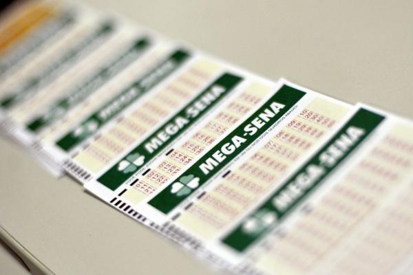 Mega-Sena: aposta mínima, de 6 números, custa R$ 3,50 e pode ser feita até as 19 horas