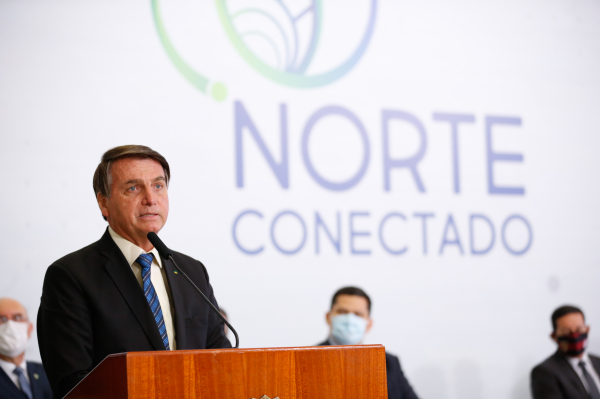 """Bolsonaro: """"Não podemos continuar nos endividando"""""""