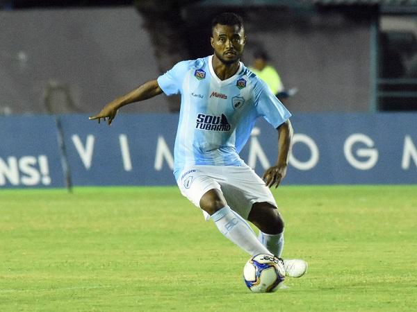 O zagueiro Silvio, do Londrina: ele já atuou no Paraná Clube