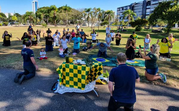 Apoiadores de Bolsonaro em ato no Centro Cívico