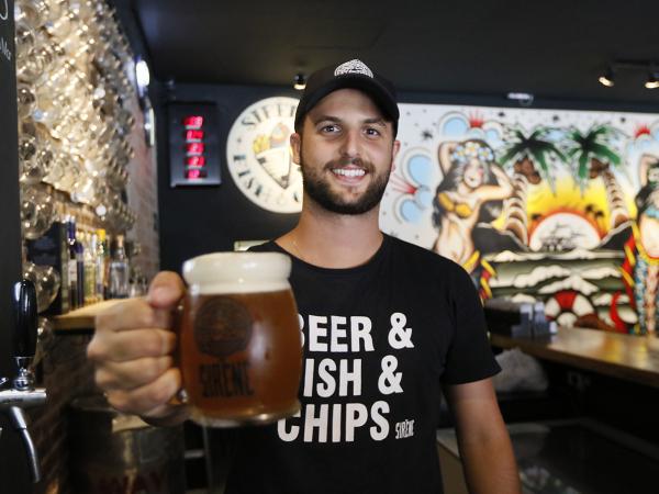 Sirène Fish & Chips: trouxe o conceito inglês de peixe com fritas e cerveja artesanal para Curitiba