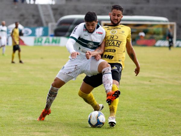 Cascavel e Coritiba duelam no Estádio Olímpico Regional