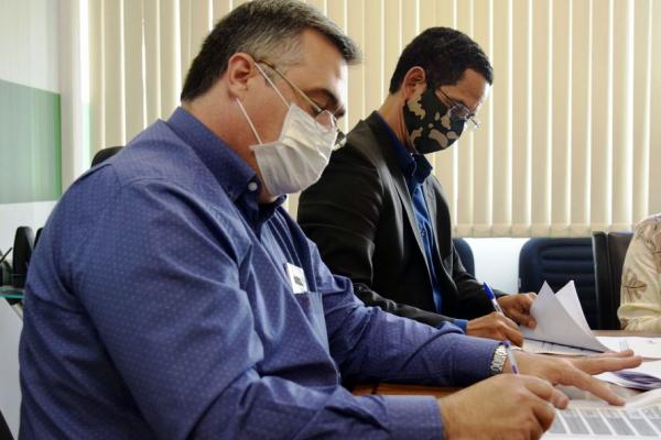 O secretário da Saúde, Beto Preto (em primeiro plano): frio preocupa