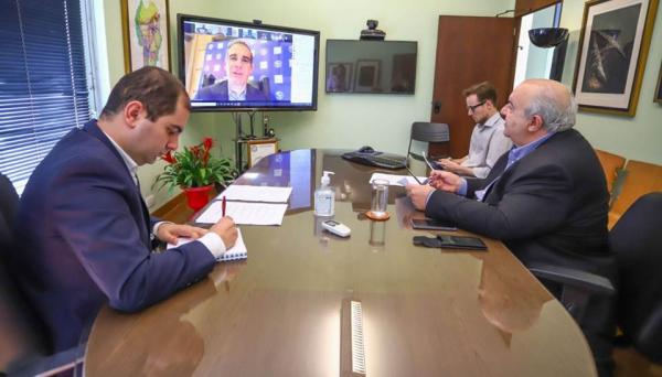 Greca, na videoconferência com prefeitos