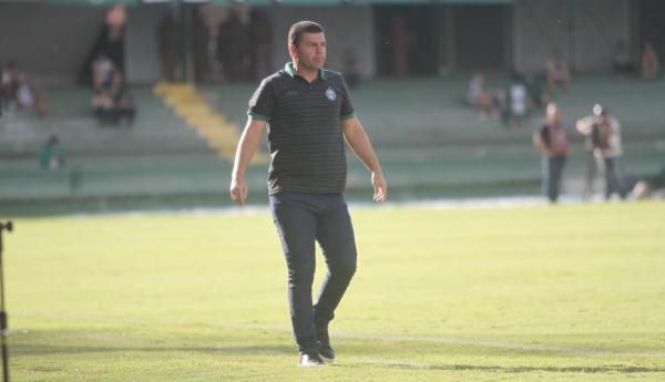 Umberto Louzer: tempo para ajustes e recuperação de jogadores