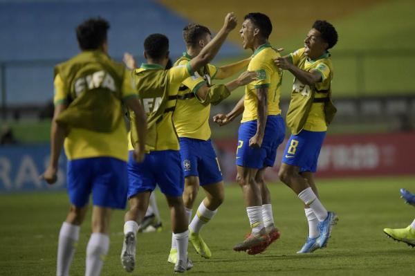 Jogadores do Brasil comemoram