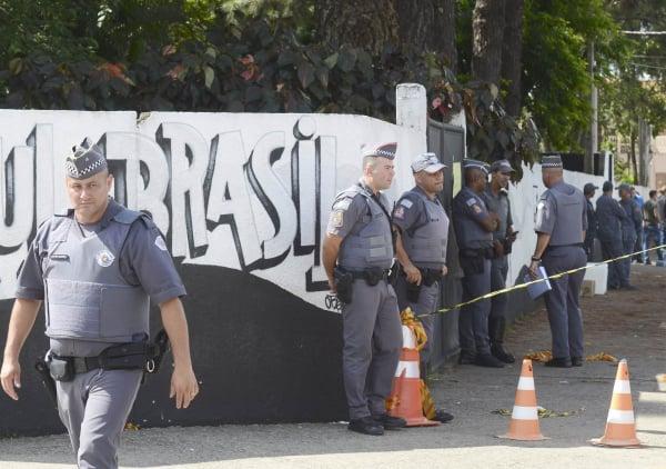 Polícia na escola do ataque