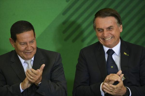 """Mourão sobre Bolsonaro: """"Ele tem a maneira dele de agir"""""""
