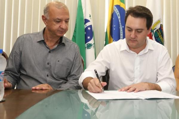 O prefeito de Araucária, Hissam Hussein Dehaini, e o governador Ratinho Jr