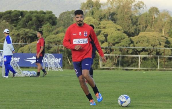 Rodolfo: zagueiro retorna ao time para enfrentar o Brasil, em Pelotas