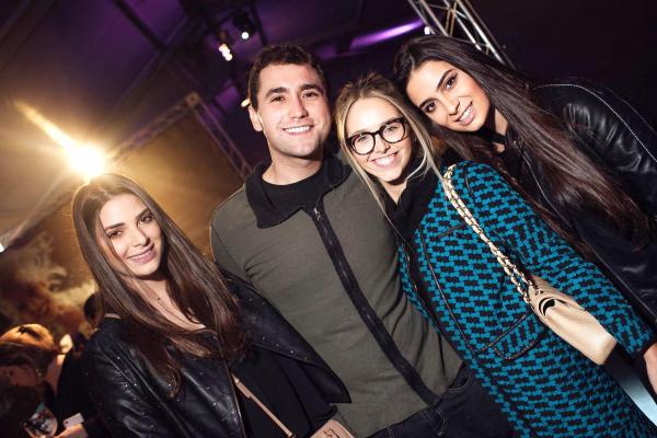 Fernanda Assad, Felipe Casas, Bruna Nardi e Rafaela Assad, foram conferir a estreia do Fuerza Bruta