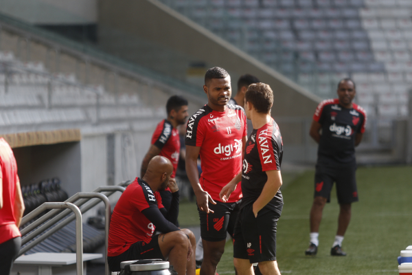 Nikão: contrato com o Athletico até 2021