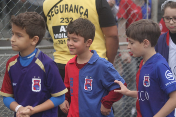 Torcedores do Paraná Clube na Vila Capanema