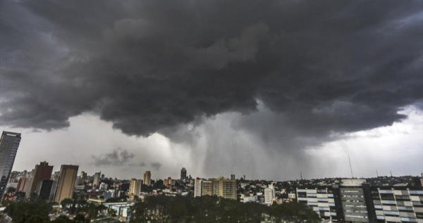 Norte do Paraná tem temporais nesta sexta. Chuva avança para a RMC no fim de semana