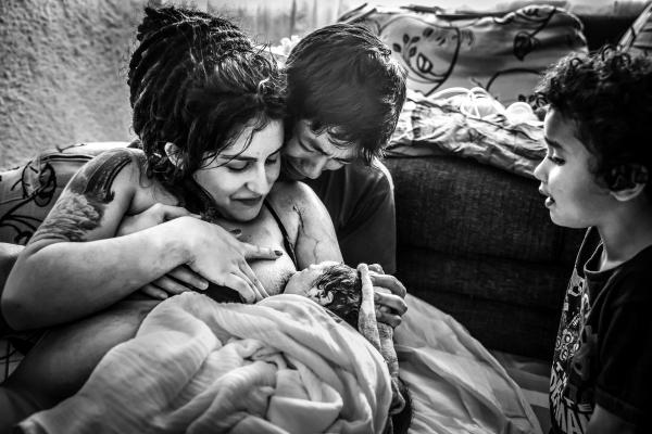 Com pandemia, grávidas optam por não sair de casa nem para o parto