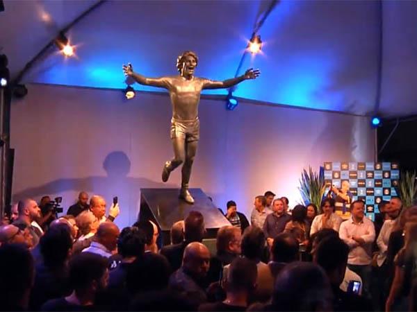 A estátua de Renato