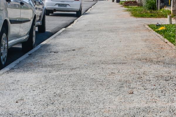 Pinhais implanta calçadas porosas