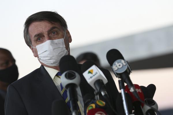 Bolsonaro: presidente disse que está com 38º C de febre