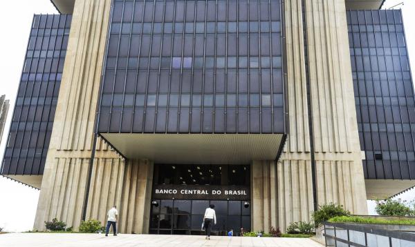 Banco Central: BC argumentou que a sistemática de pagamento pela data de fechamento da fatura deixa os clientes expostos a flutuações das taxas de conversão no período entre o dia do gasto e o pagamento