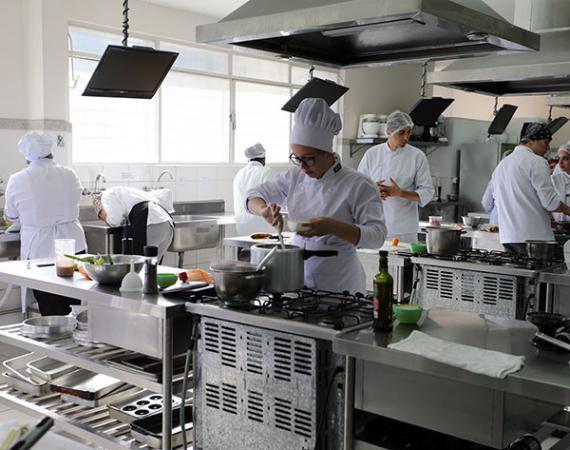 Gastronomia: em expansão  no Brasil, cursos atraem estudantes para as cozinhas e cozinheiros para a sala de aula
