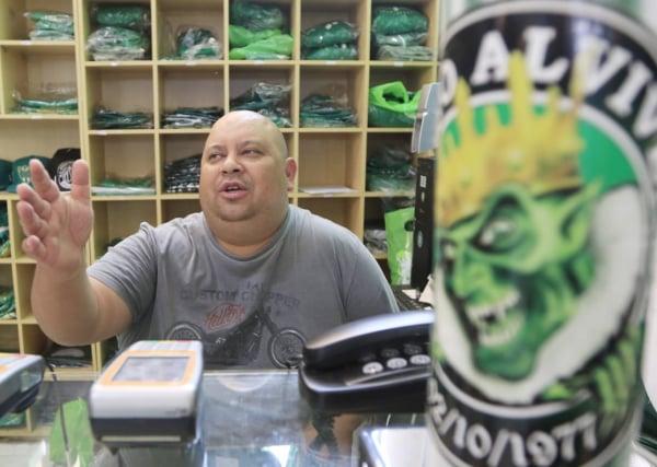 O presidente da Império Alviverde, Lano, na sede da organizada
