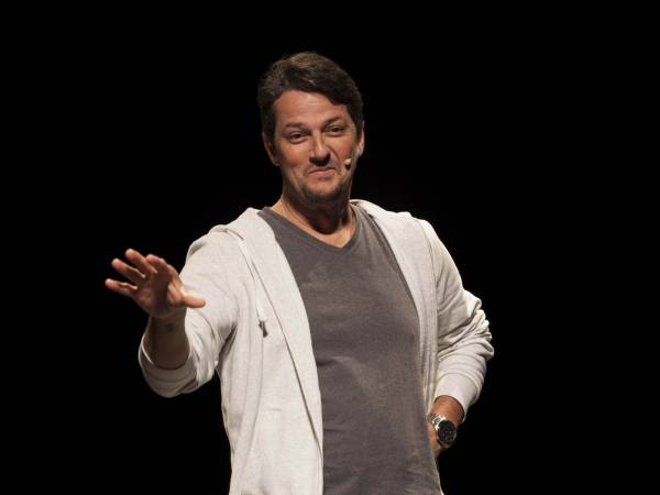 """Marcelo Serrado, em cena da peça """"O ATORmentado""""."""