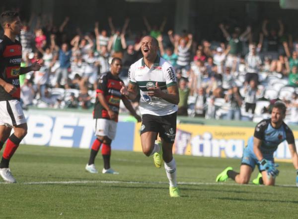 William Matheus comemora gol contra o Oeste: nove vitórias contra paulistas